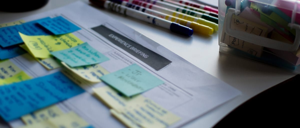 Briefing Image pens postits - brief,how to write
